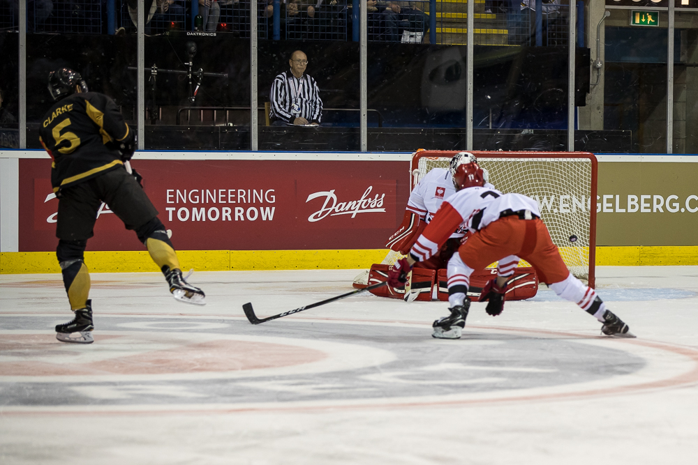 Seven o'clock face-off for a CHL showdown Top Image