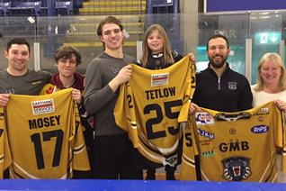 Tetlow, Vaskivuo and Mosey hand over shirts