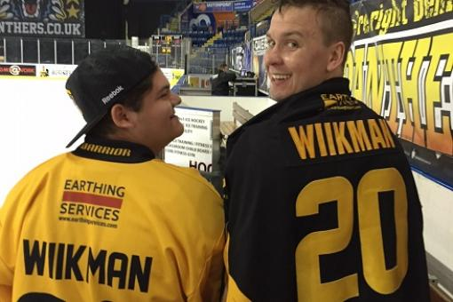Wiikman fan wins Wiikman shirt off his back!