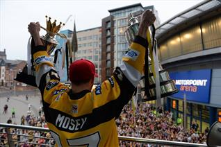 Mosey back in number 17 shirt