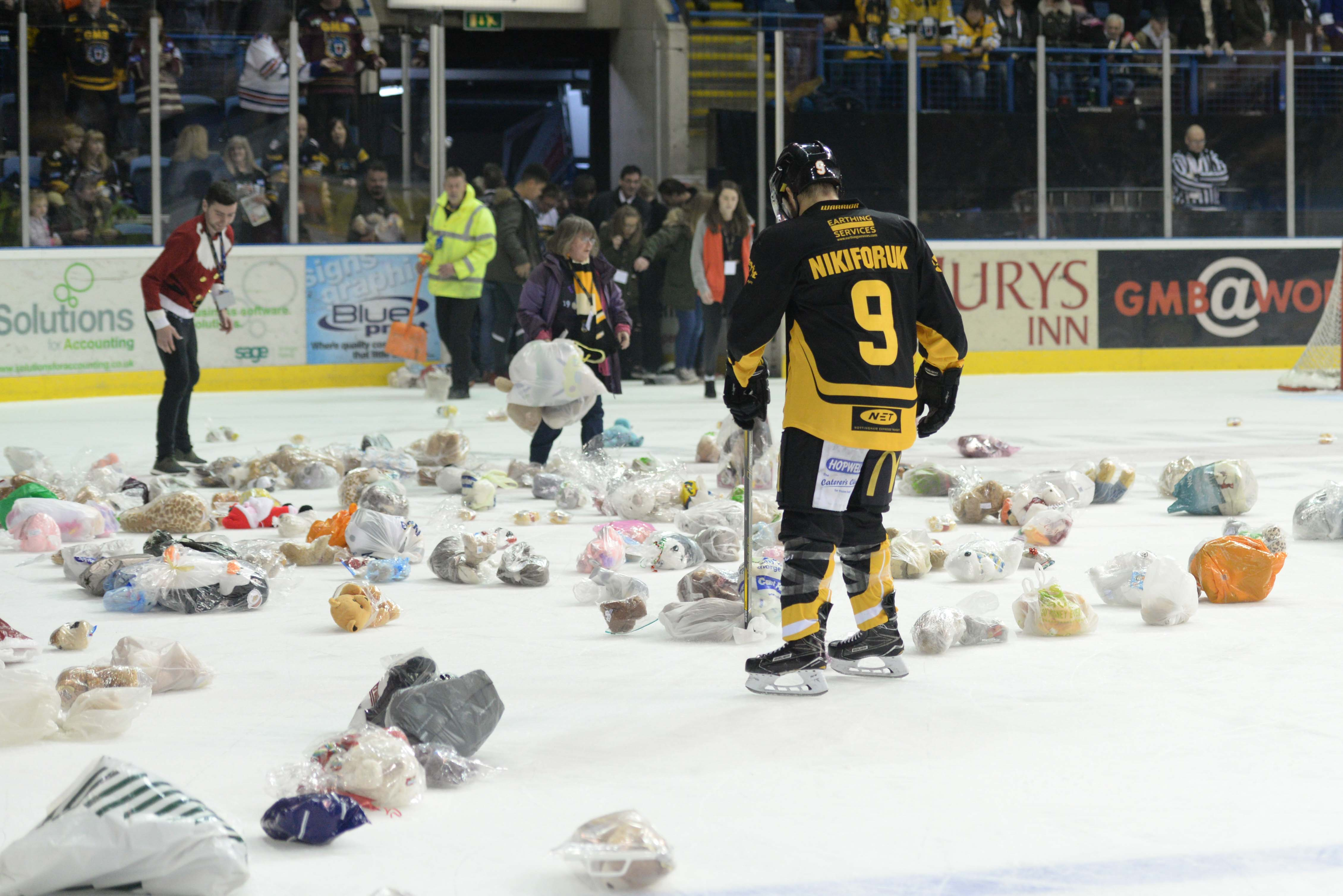 Panthers teddy bear toss returns Top Image