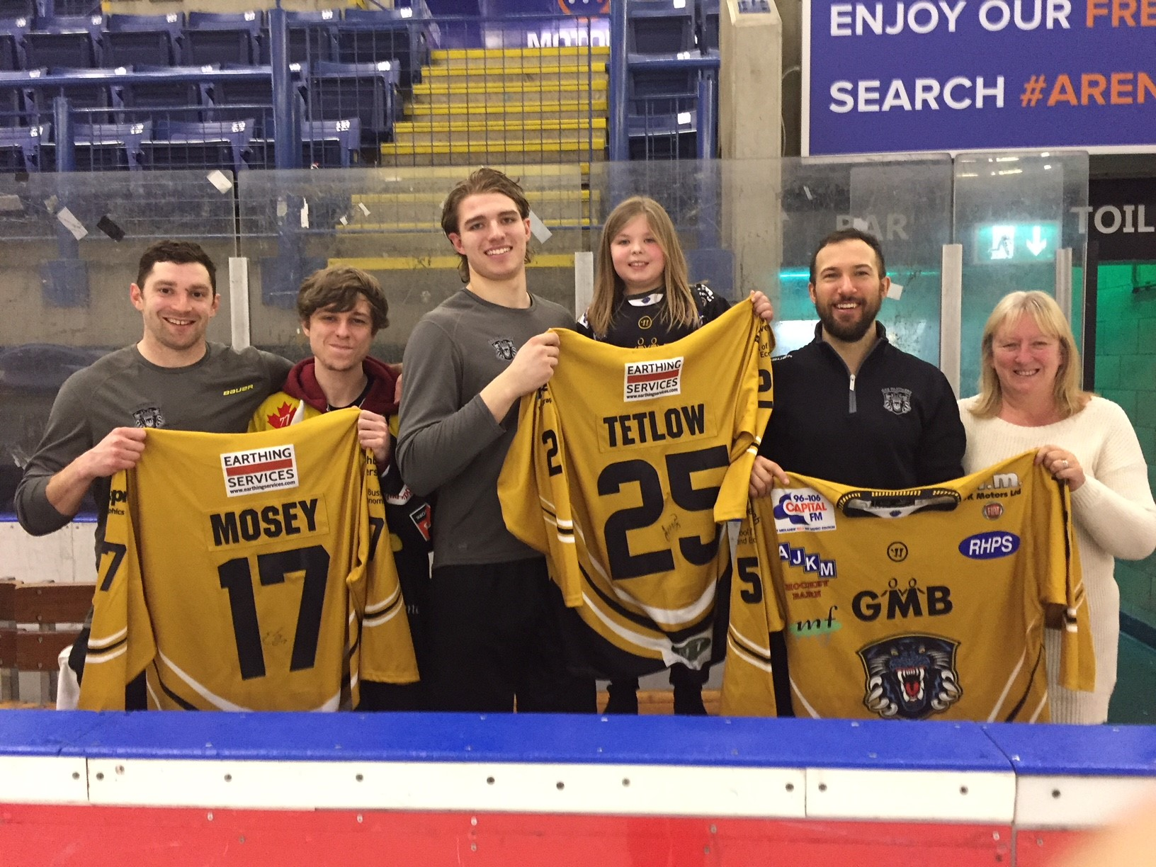 Tetlow, Vaskivuo and Mosey hand over shirts Top Image
